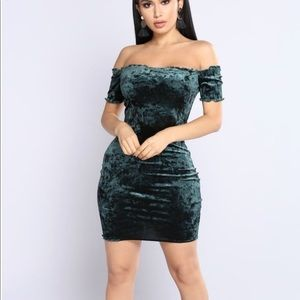 Fashion Nova - Elody Velvet Dress
